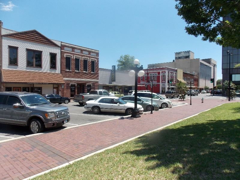 Main Street in downtown Victoria near DeLeon Plaza